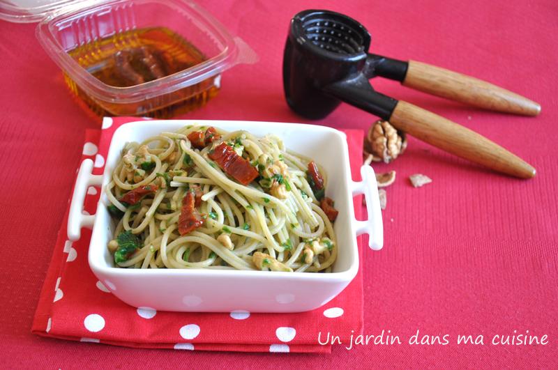 Spaghetti aux noix tomates s ch es sauce pourpier un for Asticots dans ma cuisine