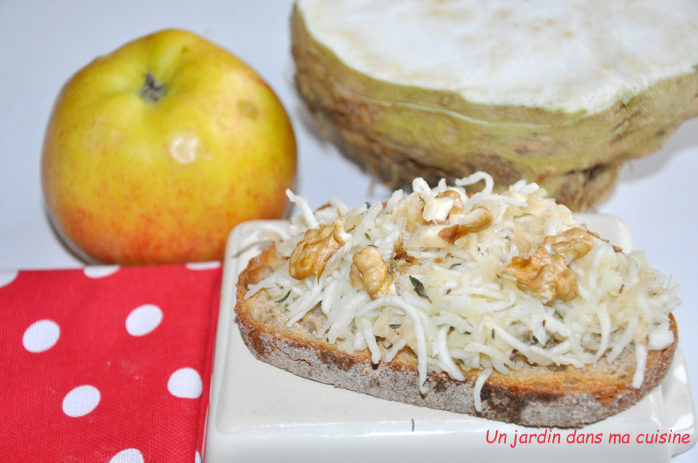 Tartine céleri pomme et noix torréfiées