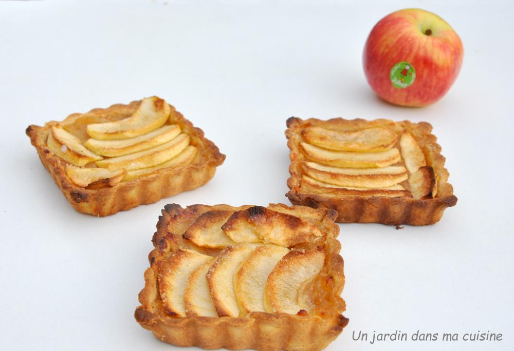 Cinq petites tartes carrées aux pommes