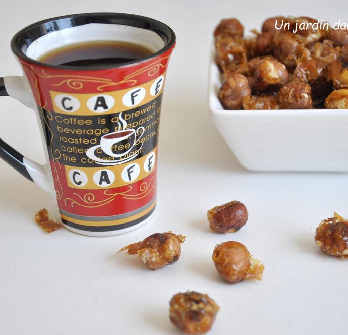 Noisettes caramélisées à déguster avec le café