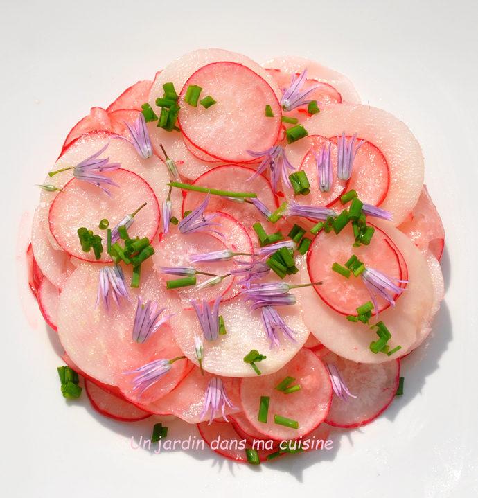 Salade de radis fleurs de ciboulette