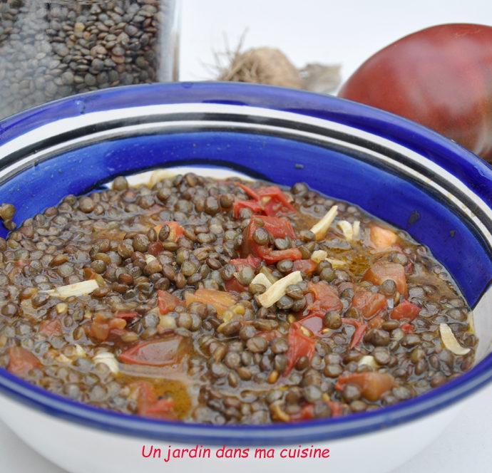 Lentilles sauce ail tomate